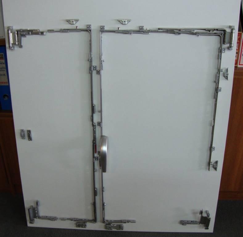 Για μεγαλύτερη ασφάλεια στα ανοιγόμενα κουφώματα επίλέξτε την Fenestral που τοποθετεί μηχανισμούς περιμετρικού κλειδώματος για μέγιστη ασφάλεια.