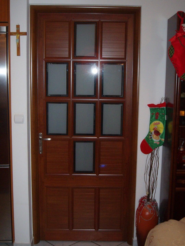 παραδοσιακές πόρτες με χωρίσματα