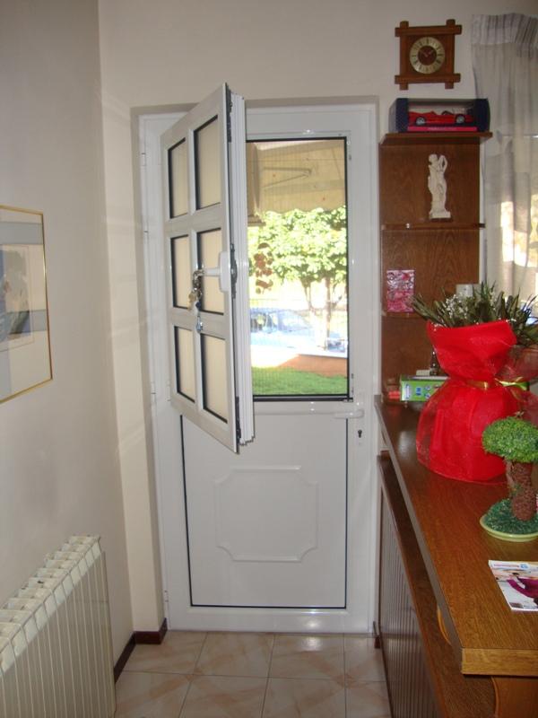 πόρτα κουζίνας με παράθυρο,κουφώματα αλουμινίου Europa