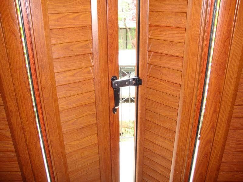 Το μερικό άνοιγμα παντζουριών μέσω της ειδικής μπάρας που διαθέτει μας δίνει τη δυνατότητα να αερίζουμε το σπίτι με ασφάλεια.