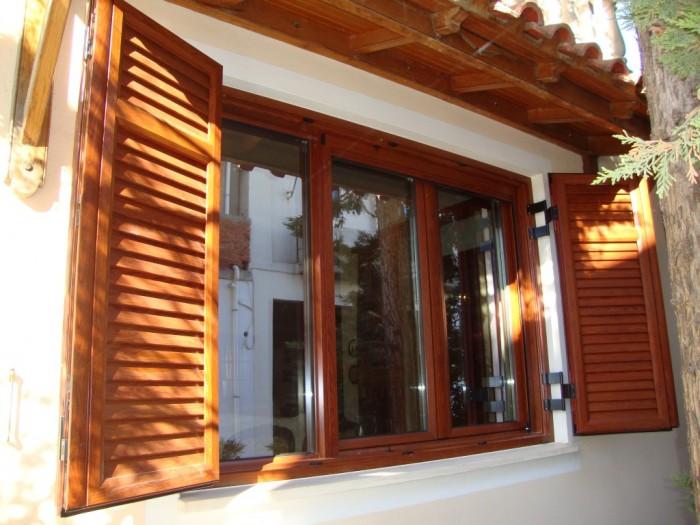 παλαιό φαλήρο πορτες παράθυρα