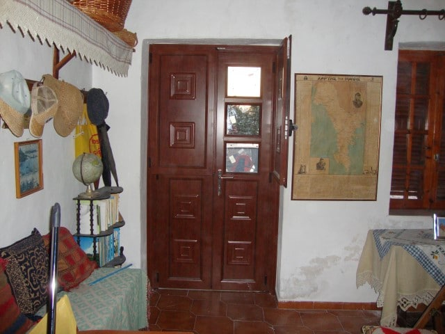 παραδοσιακές πόρτες με ταμπλά