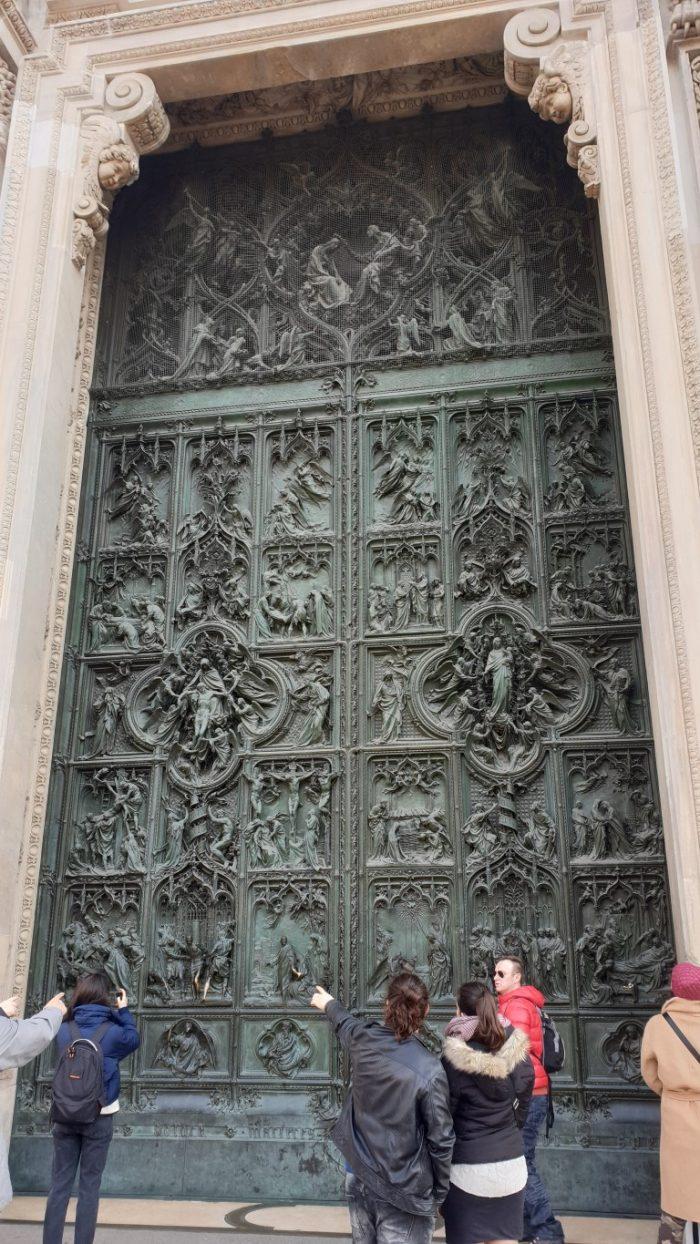 πόρτα στο καθεδρικό ναό Duomo